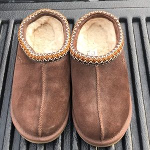 Ugg slipper size 8